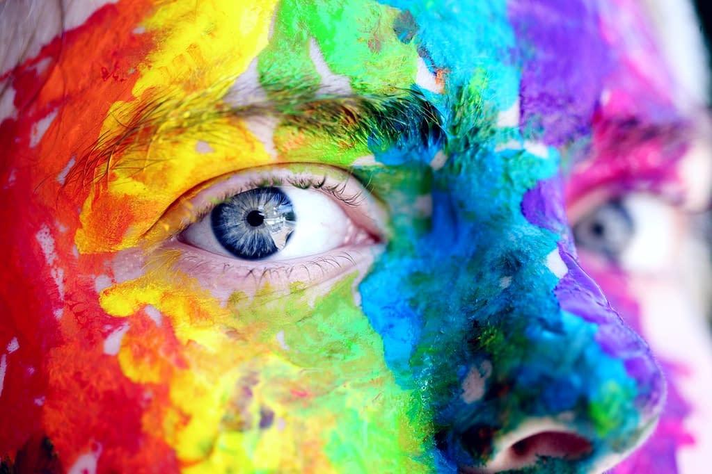 pexels sharon mccutcheon 1209843 1 - Cómo elegir un delineador de ojos