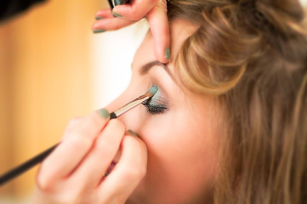 cosmetics 4645407 1920 - Cómo elegir un delineador de ojos